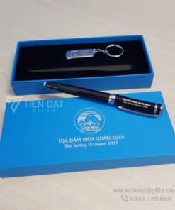 Bo-qua-tang-Giftset-2in1-USB-but-kim-loai-in-logo-khac-logo-lam-qua-tang-khach-hang-VIP-quang-cao-thuong-hieu-doanh-nghiep (1)