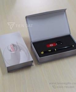 Giftset-Bo-qua-tang-2in1-USB-but-kim-loai-in-logo-khac-logo-lam-qua-tang-khach-hang-VIP-quang-cao-thuong-hieu-doanh-nghiep (1)