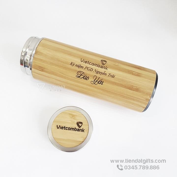 Binh-giu-nhiet-vo-go-tre-khac-laser-logo-ngan-hang-Sacombank