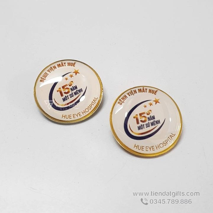 Qua-tang-ky-niem-45-nam-thanh-lap-benh-viet-mat-hue-huy-hieu-ao-in-an-logo-logo (1)