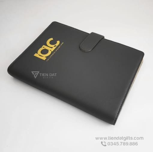 So-tay-doanh-nghiep-ICLC-qua-tang-so-da-bia-cong-cao-cap-to-chuc-su-kiem-cong-ty-gia-si-tan-xuong (1)
