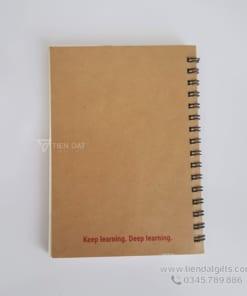 Xuong-san-xuat-so-tay-lo-xo-bia-giay-kraft-in-an-logo-cong-ty-elli-technologi-lam-qua-tang-to-chuc-su-kien (1)